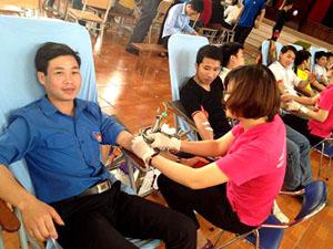 ĐVTN huyện Lương Sơn tham gia hiến máu tình nguyện.