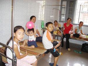 Thay đổi thời tiết bệnh nhân Nhi tại bệnh viện đa khoa tỉnh nhập viện tăng.