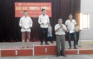 BTC trao giải cho các VĐV đạt giải cao ở nội dung nam chính.