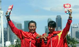 hạm Thị Huệ (trái) là vận động viên thứ 15 của thể thao Việt Nam có vé dự Olympic 2016.
