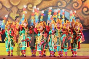 Biểu diễn nghệ thuật cung đình Huế ở Festival Huế 2014. (Ảnh: Minh Đức/TTXVN)