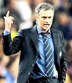 Jose Mourinho đang đứng trước điểm khởi đầu cho cú ăn 3 mùa này.
