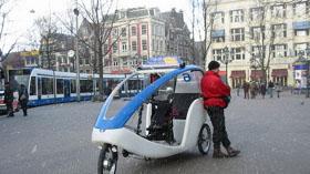 """Amsterdam, thủ đô của Hà Lan, được coi là thiên đường của những người bảo vệ môi trường bởi phần lớn phương tiện giao thông ở đây là xe đạp. Họ còn phát minh ra cả """"taxi đạp"""" rất đẹp - Ảnh: Ellywa"""