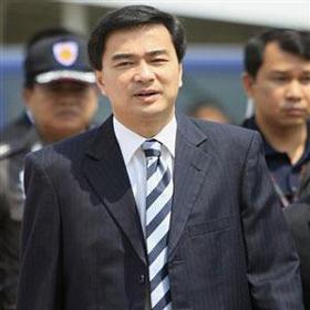 Thủ tướng Thái Lan (ảnh trên) cũng cáo buộc cựu Thủ tướng Thaksin Shinawatra âm mưu phá hoại các nỗ lực hàn gắn rạn nứt chính trị.