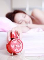 Nên duy trì thói quen ngủ đúng giờ .