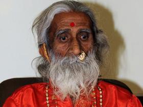 Cụ Prahlad Jani tại một cuộc họp báo vào đầu tháng 5.