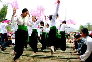 Điệu nhảy sạp của đồng bào dân tộc Thái.