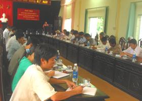 Đội ngũ cán bộ văn hoá cơ sở huyện Tân Lạc tiếp thu kiến thức khoá bồi dưỡng.