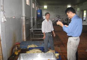 Công ty cổ phần nông nghiệp Kim Bôi bị phạt do chưa tập huấn kiến thức VSATTP cho người lao động.