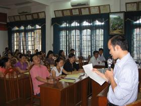 Bác sỹ Bệnh viện Nội Tiết trung ương hướng các học viên lớp tập huấn kỹ năng khám sàng lọc quản lý bệnh đái tháo đường tại công đồng.