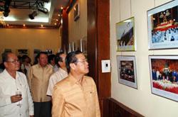 Chiều 14-5 tại Viêng Chăn, Đại sứ quán Việt Nam, Trung tâm văn hóa Việt Nam tại Lào đã khai mạc triển lãm Quan hệ Việt - Lào