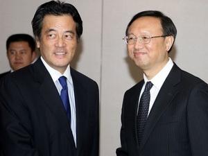 Ngoại trưởng Nhật Bản Katsuya Okada và Ngoại trưởng Trung Quốc Dương Khiết Trì tại cuộc gặp song phương.
