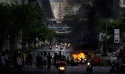 Hạn chót chính phủ Thái Lan dành cho người biểu tình đã qua, nhưng phe áo đỏ chưa có dấu hiệu rời Bangkok