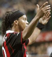 Ronaldinho bị loại khỏi thành phần dự World Cup của ĐT Brazil - sự thật không thể tin nổi.