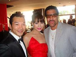Tác giả Trương Ngọc Ánh, diễn viên Bảo Sơn với danh ca Lionel Richie tại LHP Cannes