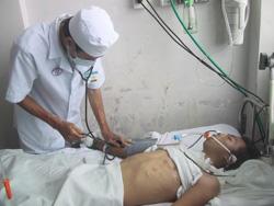 Kiểm tra huyết áp cho bệnh nhân tại Bệnh viện Chợ Rẫy