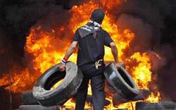 Bangkok vẫn chìm trong khói lửa cho dù quân đội đã giải tán đám đông biểu tình ở trung tâm thủ đô.
