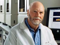 Nhà sinh vật học người Mỹ Craig Venter