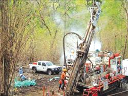 Công ty OZ Minerals trong một đợt khoan thăm dò tại Okvau
