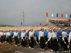 Biểu diễn cồng chiêng là tiết mục đặc sắc trong các hội diễn văn hóa thể thao của huyện Đà Bắc.