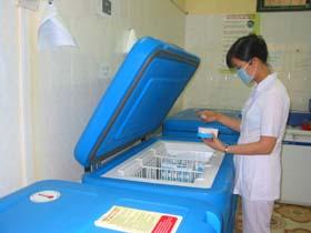 Vắc xin quai bị được lưu trữ và bảo quản lạnh tại trung tâm YTDP tỉnh.
