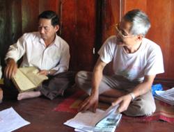 Các thành viên của mạng lưới VTIK thảo luận về tầm quan trọng của việc bảo tồn và phát triển chữ viết dân tộc Tày