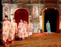 Lễ hội áo dài - một trong những nét đẹp của các kỳ Festival Huế.