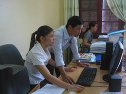 Đội ngũ CBCC Ban Dân vận Tỉnh uỷ thực hành CNTT trên mạng LAN của đơn vị