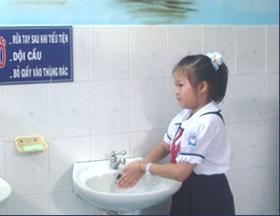 Các công trình vệ sinh vừa đưa vào bàn giao sử dụng đều được xây dựng theo quy mô nhà vệ sinh tự hoại kiên cố.