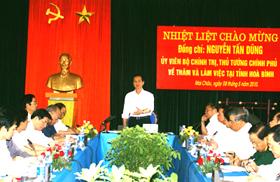 Thủ tướng Chính phủ Nguyễn Tấn Dũng làm việc với lãnh đạo tỉnh - Ảnh Mạnh Hùng