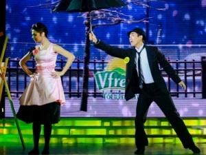 Hứa Vĩ Văn cùng bạn nhảy trong đêm thứ ba của Bước nhảy Hoàn vũ 2011 (Nguồn: Đài truyền hình Việt Nam)