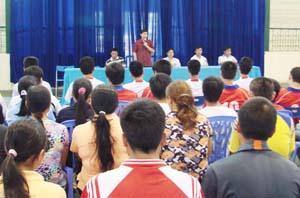 Đồng chí Bùi Văn Cửu, Phó Chủ tịch UBND tỉnh phát biểu động viên các HLV, VĐV chuẩn bị tham dự hội thi.