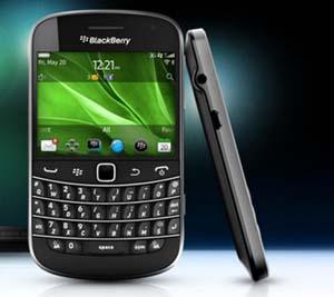BlackBerry 9900 vẫn mang thiết kế với dáng dấp quen thuộc