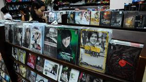 Việc tăng giá tác quyền có ảnh hưởng đến lượng băng đĩa được sản xuất và tiêu thụ?