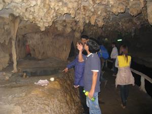 Nhũ đá thuộc quần thể di tích hang động tại Chùa Tiên, Phú Lão (Lạc Thuỷ) vẫn còn nguyên vẹn nhờ chính quyền địa phương làm tốt công tác bảo tồn.