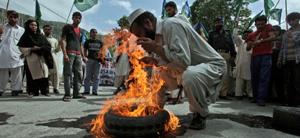 Những người biểu tình phản đối Mỹ tại Abbottabad.