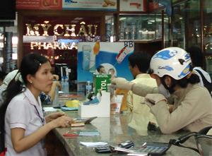 Người bệnh chọn mua thuốc tùy thuộc vào toa của bác sĩ và tư vấn của dược sĩ bán thuốc.