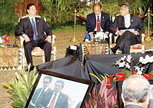 Thủ tướng Nguyễn Tấn Dũng tham dự Hội nghị Cấp cao ASEAN lần thứ 18.