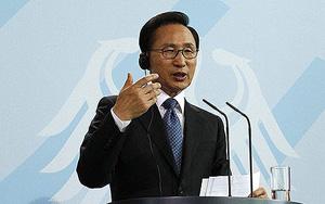 Tổng thống Hàn Quốc Lee Myung-bak tại cuộc họp báo ở Berlin (Đức) hôm 9-5