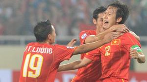 Minh Phương (12) chung vui với đồng đội trong trận thắng Myanmar ở AFF Suzuki Cup 2010