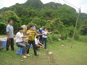 Các VĐV tham gia CLB bắn nỏ Sáng Mới thường xuyên tập luyện, rút kinh nghiệm thi đấu
