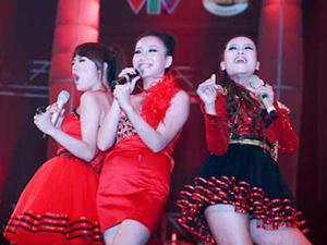 Một tiết mục biểu diễn của các thí sinh cuộc thi Sao Mai Điểm hẹn 2010 (Ảnh do chương trình cung cấp).