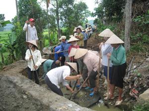 Nhân dân xã Tiến Sơn (Lương Sơn) huy động hơn 1.700 ngày công nạo vét kênh, mương, khơi thông dòng chảy phục vụ sản xuất.