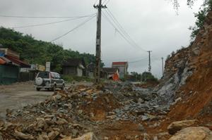 Tỉnh lộ 433 qua thị trấn Đà Bắc được nâng cấp, đảm bảo an toàn trong mùa mưa lũ năm nay.