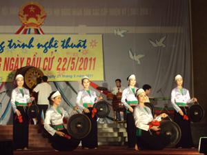 Tiết mục cồng chiêng do Đoàn nghệ thuật dân gian các dân tộc Hòa Bình biểu diễn.
