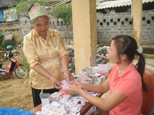 Người cao tuổi xã Tiến Sơn (Lương Sơn) được quan tâm khám bệnh, cấp thuốc miễn phí