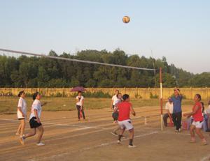 Đội bóng chuyền nữ xóm Ngọc Xạ là lực lượng nòng cốt của đội bóng chuyền nữ xã Hợp Thành tham gia các giải đấu và đạt thành tích cao.