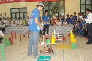 Trận thi đấu chung kết giữa đội 11 chuyên Lý 1 và 11 chuyên Lý 2.
