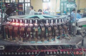 Sản xuất bóng đèn tiết kiệm điện ở Công ty bóng đèn, phích nước Rạng Đông.