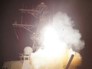 Tên lửa bắn từ tàu chiến vào Libya